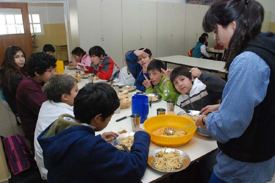 Peras y manzanas rionegrinas en los comedores escolares ...